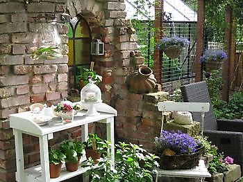 Offene garten suchen het tuinpad op in nachbars garten
